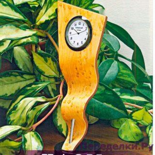 Часы на извивающейся ленте